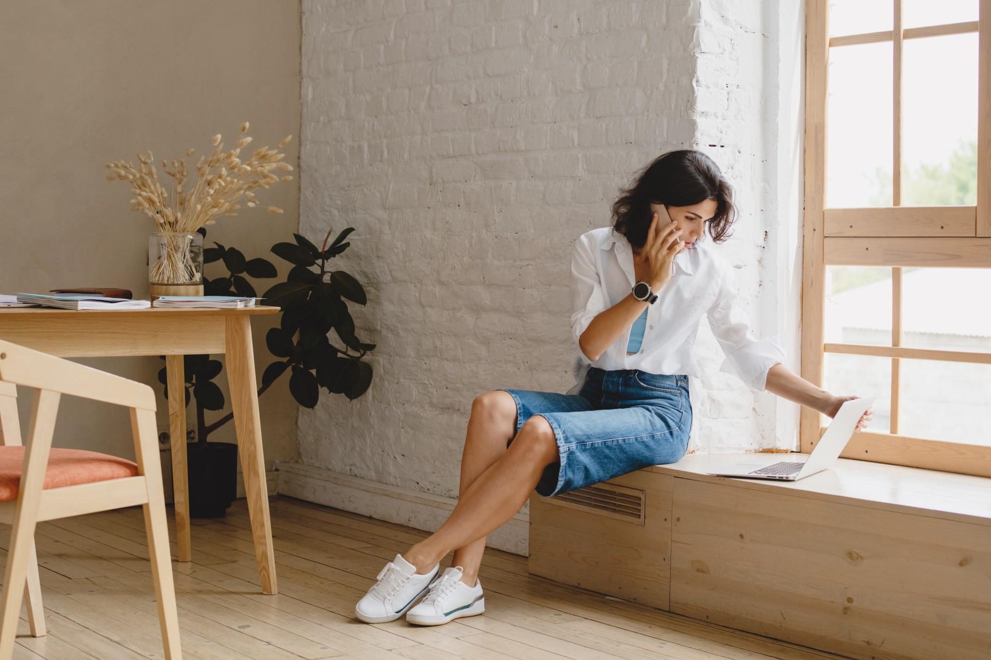 remote-business-technology-businesswoman-woman-laptop-work-internet-workspace-work-from-home_t20_wLpjEL